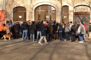 viele Besucher bei der Stolpersteinverlegung (Foto: T. Werum)