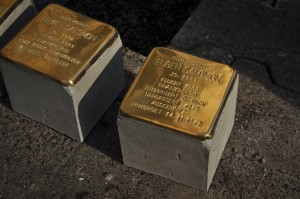 zwei der vier Stolpersteine (Foto: T. Werum)